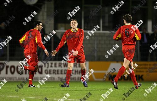 2010-03-24 / Voetbal / seizoen 2009-2010 / Kapellen FC - Racing Mechelen / Tivi Huygen (midden, Kappelen) viert de 1-0..Foto: Mpics