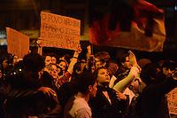 PORTO ALEGRE, RS, BRASIL, 17-06-2013: PROTESTO PASSAGENS - Milhares de manifestantes protestaram nas ruas de Porto Alegre nesta segunda-feira. Em grande parte, pedindo paz, os militantes gritavam palavras de ordem e foram do centro até a avenida Ipiranga. Alguns protestantes pixaram prédios e quebraram vidraças. Houve um pequeno confronto com a polícia. (FOTO: BRUNO MAESTRINI / BRAZIL PHOTO PRESS)