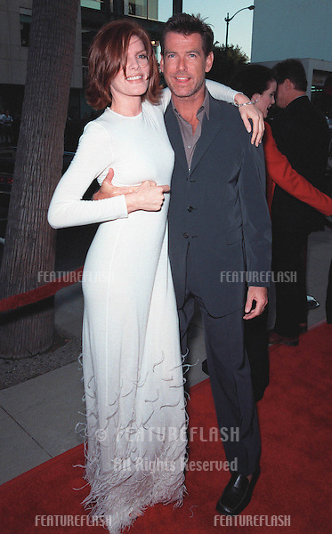 """27JUL99:  Actor PIERCE BROSNAN & actress RENE RUSSO at the world premiere, in Beverly Hills, of their new movie """"The Thomas Crown Affair""""..© Paul Smith / Featureflash"""
