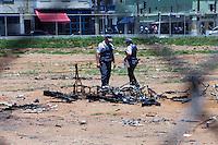 SAO PAULO, SP, 03 DE JANEIRO DE 2012 - CRACOLANDIA - Policia Militar retira viciados da Alameda Dino Bueno, bairro de Campos Eliseos, centro da cidade, para que a prefeitura possa fazer a limpeza da região conhecida como Cracolandia. Foto Ricardo Lou - News Free