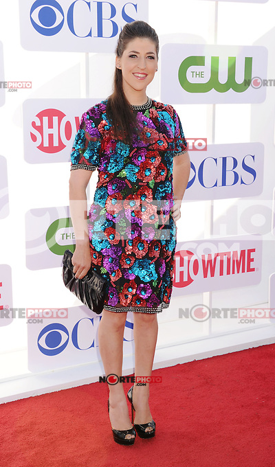 BEVERLY HILLS, CA - JULY 29: Mayim Bialik arrives at the CBS, Showtime and The CW 2012 TCA summer tour party at 9900 Wilshire Blvd on July 29, 2012 in Beverly Hills, California. /NortePhoto.com<br /> <br />  **CREDITO*OBLIGATORIO** *No*Venta*A*Terceros*<br /> *No*Sale*So*third* ***No*Se*Permite*Hacer Archivo***No*Sale*So*third*