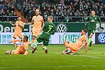 13.01.2018, Weserstadion, Bremen, GER, 1.FBL, SV Werder Bremen vs TSG 1899 Hoffenheim<br /> <br /> im Bild<br /> Florian Kainz (Werder Bremen #7) mit Torchance, Pavel Kadeř&aacute;bek / KAderbek (1899 Hoffenheim #03), Kevin Vogt (1899 Hoffenheim #22), Ermin Bičakčić / Bicakcic (1899 Hoffenheim #04), <br /> <br /> Foto &copy; nordphoto / Ewert