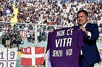 Joe Barone of Fiorentina shows a shirt for the fans <br /> Firenze 18/08/2019 Stadio Artemio Franchi <br /> Football Italy Cup 2019/2020 <br /> ACF Fiorentina - Monza  <br /> Foto Andrea Staccioli / Insidefoto