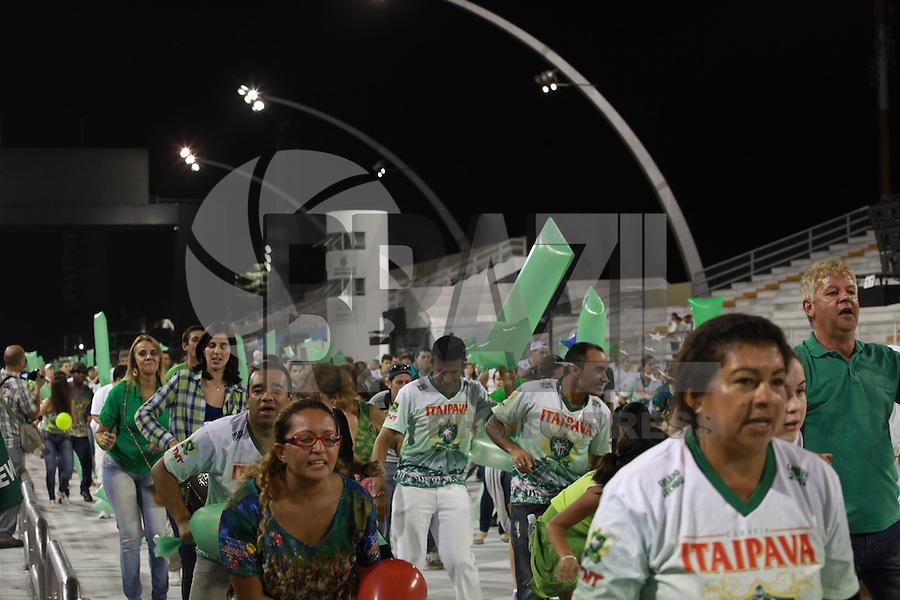 SAO PAULO, SP, 12 DE FEVEREIRO 2012 - ENSAIO MANCHA VERDE - Ensaio técnico da Escola de Samba Mancha Verde na preparação para o Carnaval 2012. O ensaio foi realizado na noite deste domingo (12/02) no Sambódromo do Anhembi, zona norte da cidade. (FOTO: RICARDO LOU - NEWS FREE).'