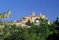 ITA, Italien, Marken, Sarnano: Dorf mit historischem Ortskern | ITA, Italy, Marche, Sarnano: village with historic centre