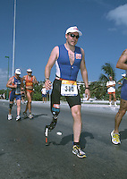09 NOV 2002 - CANCUN, MEXICO - Brian Leske (USA) - World AWAD Triathlon Championships. (PHOTO (C) NIGEL FARROW)