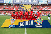 CALI - COLOMBIA, 17-11-2019: Jugadores del América posan para una foto previo al partido por la fecha 3, cuadrangulares semifinales, de la Liga Águila II 2019 entre América de Cali y Deportivo Cali jugado en el estadio Pascual Guerrero de la ciudad de Cali. / Players of America pose to a photo prior match for the date 3, quadrangular semifinals, as part of Aguila League II 2019 between America de Cali and Deportivo Cali played at Pascual Guerrero stadium in Cali. Photo: VizzorImage / Gabriel Aponte / Staff