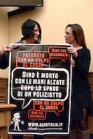 Roma, 31 Marzo 2016<br /> Claudia Budroni , sorella di Dino, e Ilaria Cucchi mostrano un manifesto che chiede giustizia.<br /> Conferenza stampa sulla morte di Dino Budroni, ucciso dalla polizia al termine di un inseguimento sul GRA a Luglio 2011<br /> L'associazione ACAD contro gli abusi in divisa.