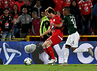 BOGOTÁ - COLOMBIA, 14-01-2019: Fernando Aristeguieta (Izq.) jugador de América de Cali disputa el balón con Jean Lucas Rivera (Der.) jugador de Atlético Nacional, durante partido entre América de Cali y Atlético Nacional, por el Torneo Fox Sports 2019, jugado en el estadio Nemesio Camacho El Campin de la ciudad de Bogotá. / Fernando Aristeguieta (L) player of America de Cali vies for the ball with Jean Lucas Rivera (R) player of Atletico Nacional during a match between America de Cali and Atletico Nacional, for the Fox Sports Tournament 2019, played at the Nemesio Camacho El Campin stadium in the city of Bogota. Photo: VizzorImage / Luis Ramírez / Staff.