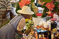 France/DOM/Martinique/ Saint-Pierre:  femme sur le marché