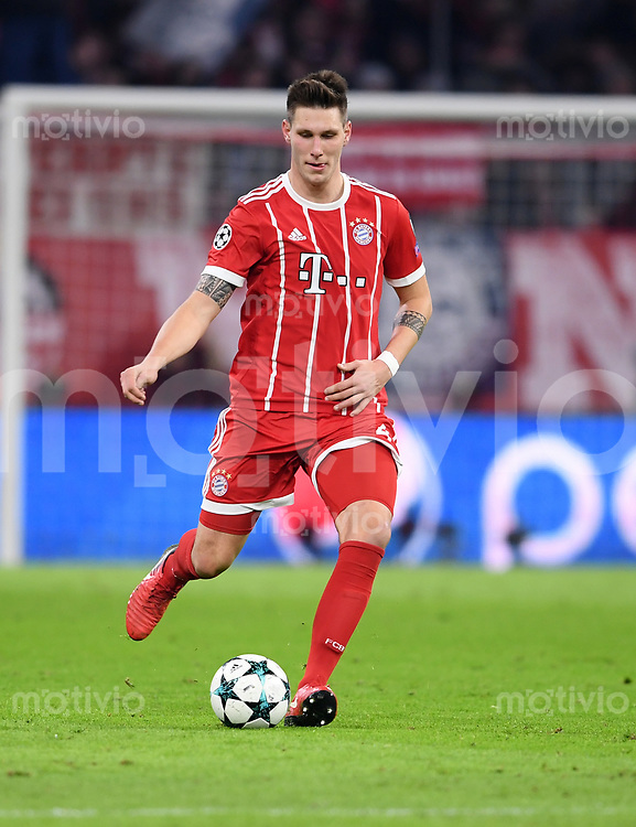 FUSSBALL CHAMPIONS LEAGUE SAISON 2017/2018 GRUPPENPHASE FC Bayern Muenchen - Paris Saint-Germain               05.12.2017 Niklas Suele (FC Bayern Muenchen)