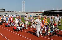 Amsterdam-   De eerste Landelijke Rollatorloop in het Olympisch Stadion. Mensen met een rollator lopen verschillende afstanden. Start en Finish in het Olympisch Stadion
