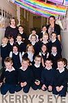 The pupils from Bunscoil an Chlochar, Daingean Uí Chúis, starting school this year: (kneeling) Jack Ó Dúbhda, Conal Ó Beaglaoí, Daniel Matusinskas, Michael Mac Gearailt, Luke Íbhín; (sitting) Kate Baróid, Hannah Ní Fhearghail, Myah Ní Chéileachair, Chloe Ní Riain; (standing) Hannah Ní Mhurchú, Eve De Bhailís, Layla Mac Gabhann, Rachel Ní Ghrifín, Anna Rose De Mórdha, Fergal Ó Corcorain; (back) Jim Ó Conchúir, Callum Ó Cinnéide, Sarah Ní Ghéibheannaigh, pictured with their muinteoir Lorraine Uí h-Íbhín and cuntóir riachtanais speisialta Caoimhe Ní Ghealbhain.