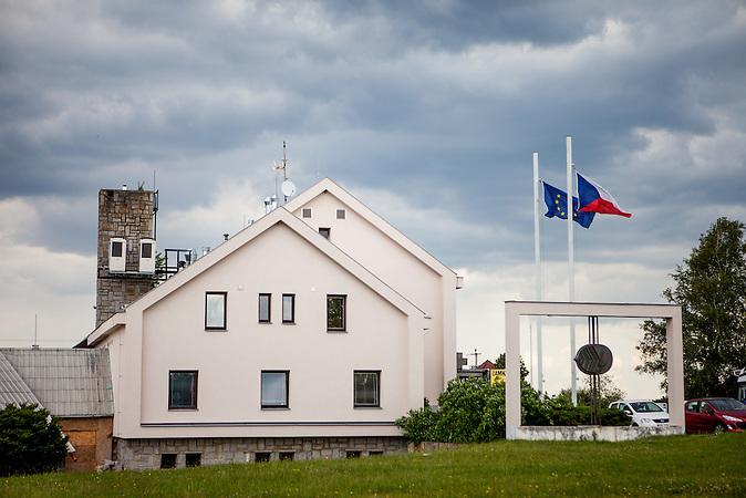 Die ehemaligen Grenzstation in Dolni Dvoriste - von 1955 bis 1989 lag der Ort am Eisernen Vorhang. Heute befindet sich in dem Gebäude die Zahnklinik von Vaclav Bruna.