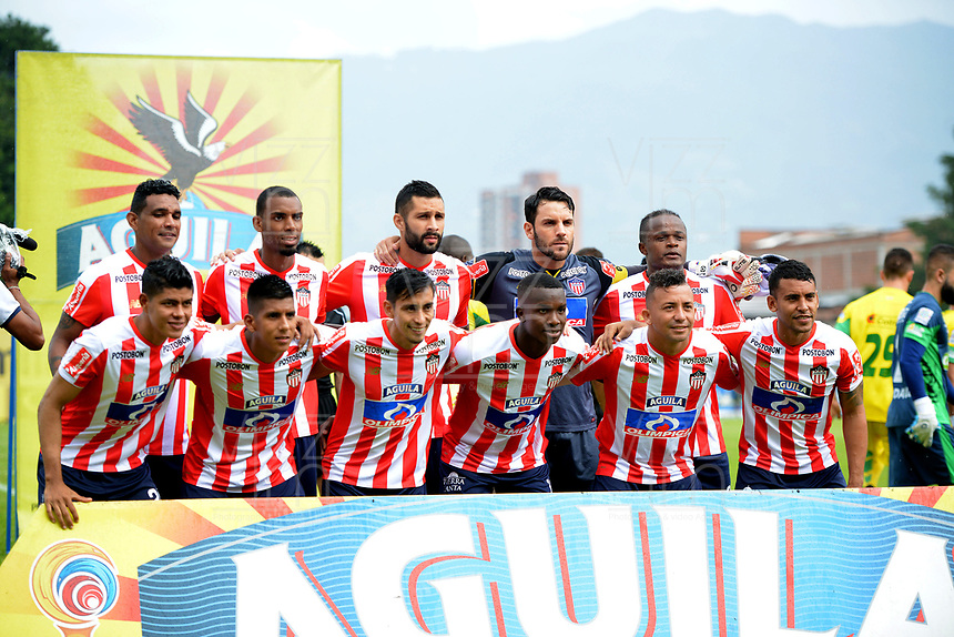 ITAGÜI - COLOMBIA, 29-09-2018: Los jugadores de Atlético Junior, posan para una foto, antes de partido entre Leones F.C. y Atlético Junior, de la fecha 12 por la Liga Águila II 2018, jugado en el Metropolitano Ciudad de Itagüi-Ditaires de la ciudad de Itagüi. / The players of Atletico Junior, pose for a photo, prior a match between Leones F.C. and Atletico Junior, of the 12th date for the Aguila League II 2018, played at Metropolitano Ciudad de Itagüi-Ditaires stadium in Itagüi city. Photo: VizzorImage/ León Monsalve / Cont.