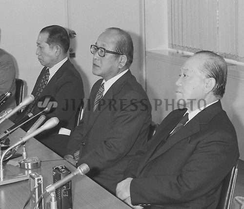 Mitsuo Ueda, president of trading house Nissho Iwai Corp., center, and other company executives hold a news conference at the company's head office in Tokyo, April 3, 1979, after Hachiro Kaifu, former vice president of the company, was arrested in connection with the Douglas-Grumman bribery scandal over fight jet acquisitions by Japan. Kaifu, arrested on charges including an alleged violation of the foreign exchange control law, was sentenced to two years in prison, suspended for three years. (Jiji Press)