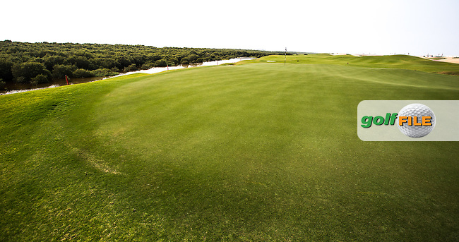 View of the 9th green at Al Zorah Golf Club, Dubai, United Arab Emirates.  26/01/2016. Picture: Golffile | David Lloyd<br /> <br /> All photos usage must carry mandatory copyright credit (&copy; Golffile | David Lloyd)