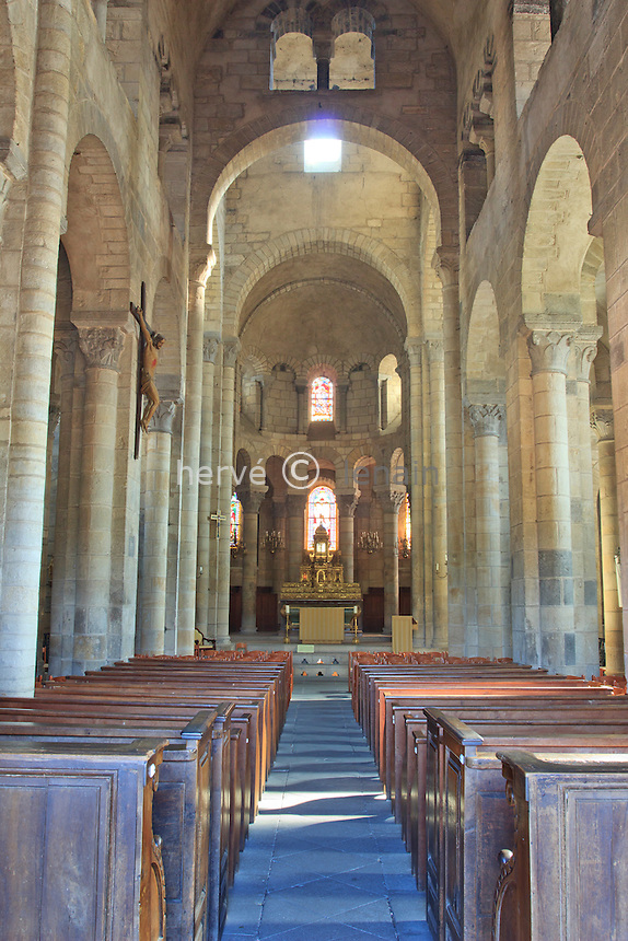 France, Puy-de-Dôme (63), Saint-Saturnin, labellisé Les Plus Beaux Villages de France, l'église, la nef et le choeur // France, Puy de Dome, St Saturnin, labelled Les Plus Beaux Villages de France (The most beautiful villages of France), th church, nave