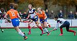 HUIZEN - Hockey -Melle Spruijt (Bldaal)  met Vera van Schagen (HUI)  Hoofdklasse hockey competitie, Huizen-Bloemendaal (2-1) . COPYRIGHT KOEN SUYK