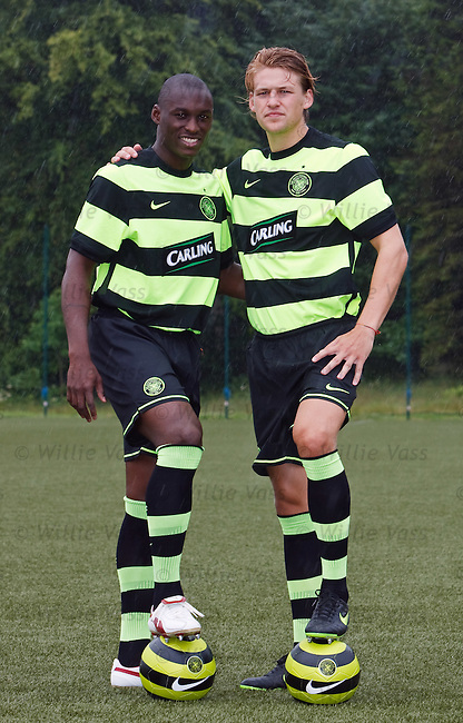 Marc-Antoine Fortune and Glenn Loovens in the new Celtic away kit
