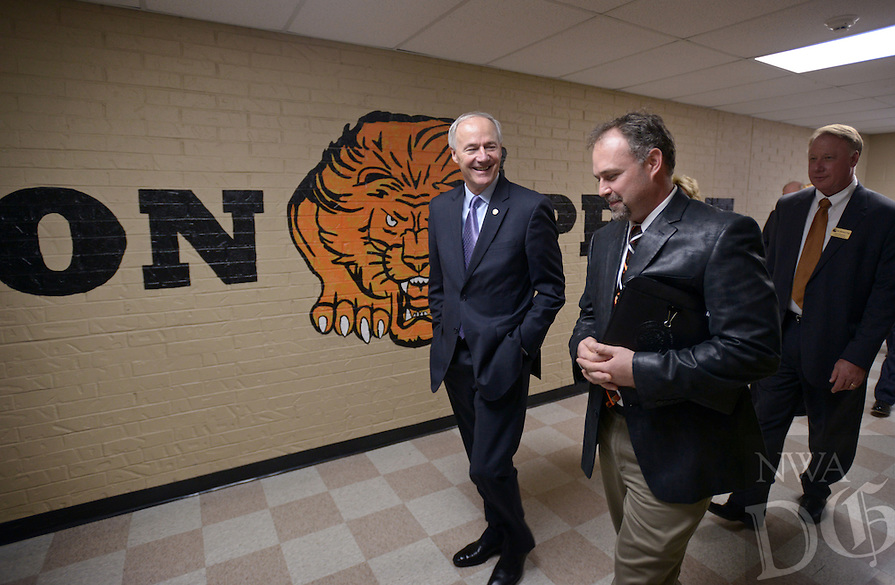 NWA Democrat-Gazette/BEN GOFF @NWABENGOFF<br /> Governor Asa Hutchinson (left) takes a tour with principal Zane Vanderpool on Friday Jan. 15, 2016 at Glenn Duffy Elementary School in Gravette. The Gravette School District hosted the governor, originally from Gravette, and first lady for a 'Welcome Home Celebration' with stops at the high school, middle school and elementary school.