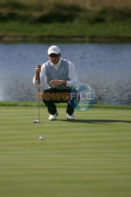 Simon Dyson lines up his putt on he 6th green during the first round of the Seve Trophy at The Heritage Golf Resort, Killenard,Co.Laois, Ireland 27th September 2007 (Photo by Eoin Clarke/GOLFFILE)