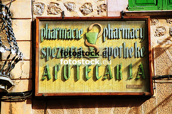 Pharmacie - Pharmacy - Spezier&iacute;a - Apotheke - Apotecaria<br /> <br /> sign of a pharmacy in different languages<br /> <br /> letrero de una farmacia en lenguas diferentes<br /> <br /> Schild einer Apotheke in verschiedenen Sprachen<br /> <br /> 567 x 376 px<br /> Original: 35 mm