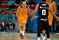 Baskonia's player Shane Larkin and Herbalife Gran Canaria's player Albert Oliver during the match of the semifinals of Supercopa of La Liga Endesa Madrid. September 23, Spain. 2016. (ALTERPHOTOS/BorjaB.Hojas)