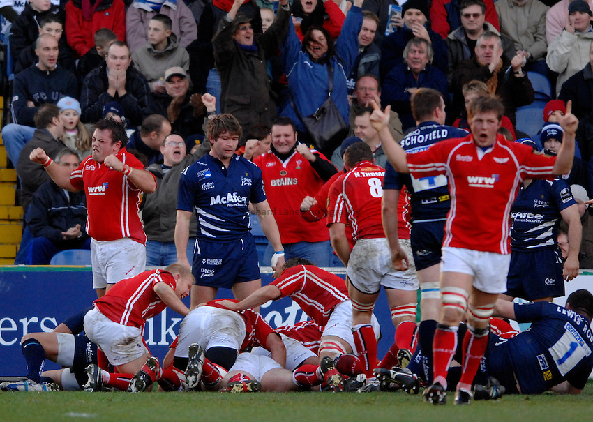 Photo: Richard Lane..Sale Sharks v Llanelli Scarlets. EDF Energy Anglo Welsh Cup. 02/12/2006. .Scarlets' players celebrate their try.