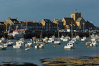 France, Manche (50), Cotentin, Barfleur, labellisé Les Plus Beaux Villages de France, le port et l'église Saint-Nicolas XVIIe siècle // France, Manche, Cotentin, Barfleur, labelled Les Plus Beaux Villages de France (The Most Beautiful Villages of France), the port and Saint Nicolas church dated 17th century, trawlers at harbour