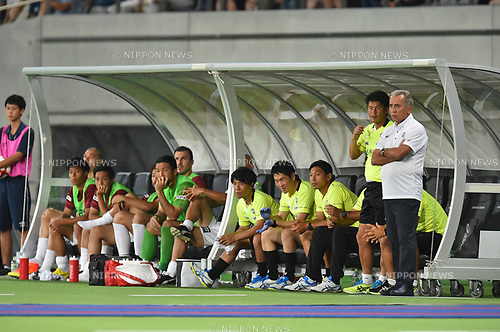 (R-L)  Nelsinho,  Takayuki Yoshida,  Norikazu Murakami (Vissel),<br /> AUGUST 13, 2017 - Football / Soccer :<br /> Vissel Kobe head coach Nelsinho, coaching staff and substitutes watch from the bench during the 2017 J1 League match between F.C.Tokyo 1-0 Vissel Kobe at Ajinomoto Stadium in Tokyo, Japan. (Photo by AFLO)