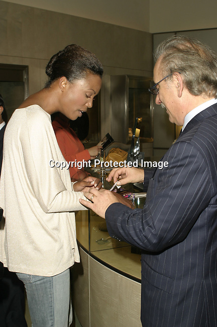 Aisha Tyler &amp; Roberto Coin <br />