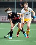 AMSTELVEEN - Hockey - Hoofdklasse competitie dames. AMSTERDAM-DEN BOSCH (3-1) Noor de Baat (A'dam) met Marloes Keetels (Den Bosch)    COPYRIGHT KOEN SUYK