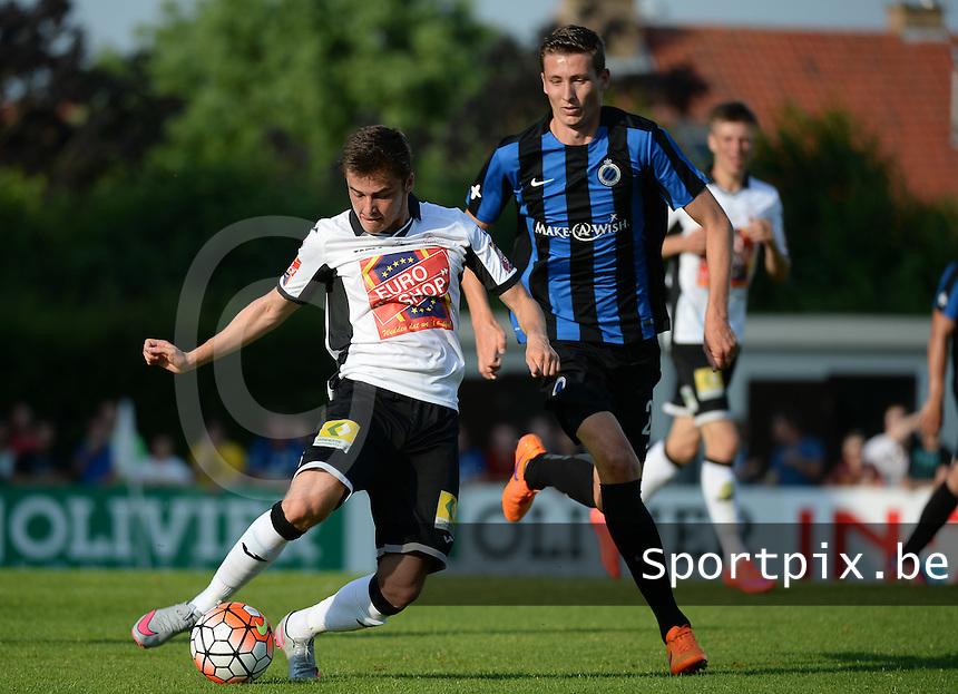 KSV Roeselare - Club Brugge KV : Rik Impens (links) aan de bal voor de aanlopende Hans Vanaken (r) <br /> foto VDB / BART VANDENBROUCKE
