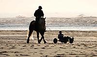 Nederland - Camperduin - 2019 .  Paardrijden op het strand van Camperduin.     Foto Berlinda van Dam / Hollandse Hoogte