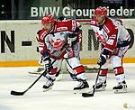 Eishockey DEL 1.Bundesliga 2002/2003 Nuernberg (Germany) Nuernberg IceTigers - Eisbaeren Berlin (1:4) links Robert Guilet rechts Christian Schoenmoser (beide Icetigers)