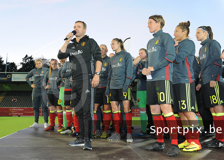 20170613 - LEUVEN ,  BELGIUM : Belgian coach Ives Serneels greeting their fans pictured after the female soccer game between the Belgian Red Flames and Japan , a friendly game before the European Championship in The Netherlands 2017  , Tuesday 13 th Juin 2017 at Stadion Den Dreef  in Leuven , Belgium. PHOTO SPORTPIX.BE | DIRK VUYLSTEKE