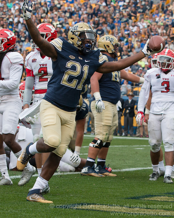 Pitt running back AJ Davis celebrates his first touchdown as a Panther. The Pitt Panthers defeated the Youngstown State Penguins 28-21 in overtime at Heinz Field, Pittsburgh, Pennsylvania on September 02, 2017.