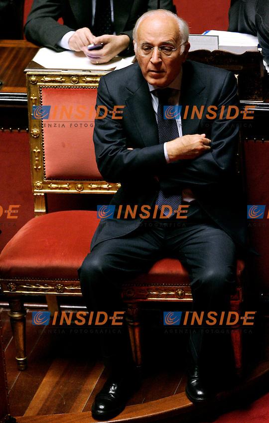 MASSIMO VARI SOTTOSEGRETARIO ALLO SVILUPPO ECONOMICO.Roma 05/12/2011 SENATO. Intervento del Premier sulla Manovra Economica..Photo Samantha Zucchi Insidefoto