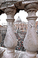 A view of the crowd in St Peter's Square during Pope Benedict XVI's Easter Urbi et Orbi (To the City and to the World) blessing from the balcony of St. Peter's Basilica, at the Vatican, Sunday, April 12, 2009.