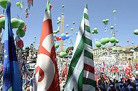 Roma, 16 Giugno 2012.Manifestazione nazionale dei sindacati Cgil, Cisl e Uil contro la riforma del lavoro. Piazza del Popolo, le tre bandiere dei sindacati.
