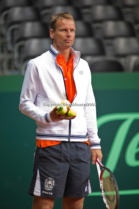 16-9-09, Netherlands,  Maastricht, Tennis, Daviscup Netherlands-France, Training, Captain Jan Siemerink