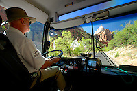 4415 / Zion Nationalpark: AMERIKA, VEREINIGTE STAATEN VON AMERIKA, UTAH,  (AMERICA, UNITED STATES OF AMERICA), 25.05.2006:gute Verkehrsverbindung in den Zion Canyon, Der Zion Canyon Senic Drive ist nur mit einem Bus der Nationalpark verwaltung zu befahren. Die Busse fahren ab dem Zion Canyon Visitor Center. Fuer Besucher ist die Fahrt kostenfrei. Viele Haltestellen bieten gute Verkehrsverbindung zu den Sehenswuerdigkeiten des Zion Canyon. Der Zion-Nationalpark befindet sich im Suedwesten Utahs an der Grenze zu Arizona. Er hat eine Flaeche von 593 km² und liegt zwischen 1128 m (Coalpits Wash) und 2660 m Hoehe (Horse Ranch Mountain). 1909 wurde das Gebiet des Canyons zum Mukuntuweap National Monument ernannt, seit 1919 besitzt er den Status eines Nationalparks. Der Park wurde 1937 um den Kolob Canyon erweitert. Zion ist ein altes hebraeisches Wort und bedeutet soviel wie Zufluchtsort oder Heiligtum, welches oft von den mormonischen Siedlern in Utah benutzt wurde. Innerhalb des Parks befindet sich eine schluchtenreiche Landschaft mit zahlreichen Canyons, von denen der Zion Canyon und der Kolob Canyon die bekanntesten sind. Die Canyons sind aus 170 Millionen Jahre altem braunen bis orangeroten Sandstein der Navajo-Formation entstanden. Der Park liegt an der Grenze zwischen dem Colorado-Plateau, dem Great Basin und der Mojave-Wueste. Durch seine besondere geografische Lage existieren im Park eine Vielzahl an unterschiedlichen Lebensraeumen mit vielen verschiedenen Pflanzen und Tieren...