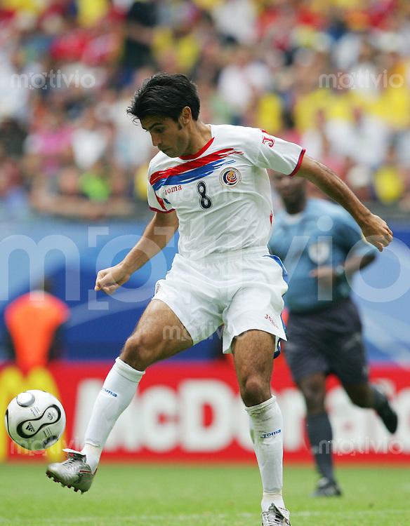 Fussball WM 2006        Ekuador - Costa Rica Mauricio SOLIS (CRC) am Ball.