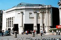London: National Gallery, Sainsbury Wing. Venturi & Scott Brown.  Photo 2005.