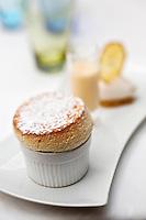 Europe/France/Provence-Alpes-Côte d'Azur/06/Alpes-Maritimes/Cannes:  Souflé à le mandarine impériale et son sorbet citron - recette de Sébastien Broda au restaurant Park 45, au Grand Hôtel