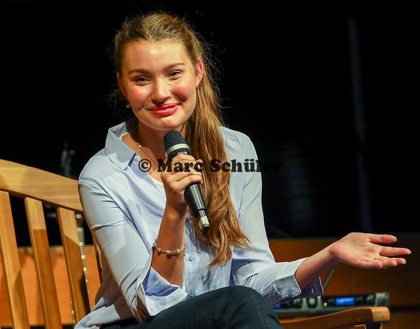 """Schauspielerin und Model Leia Holtwick (""""Immenhof"""")  - Büttelborn 03.09.2019: Vun de Gass herunner, Biddelberner Babbelbank"""