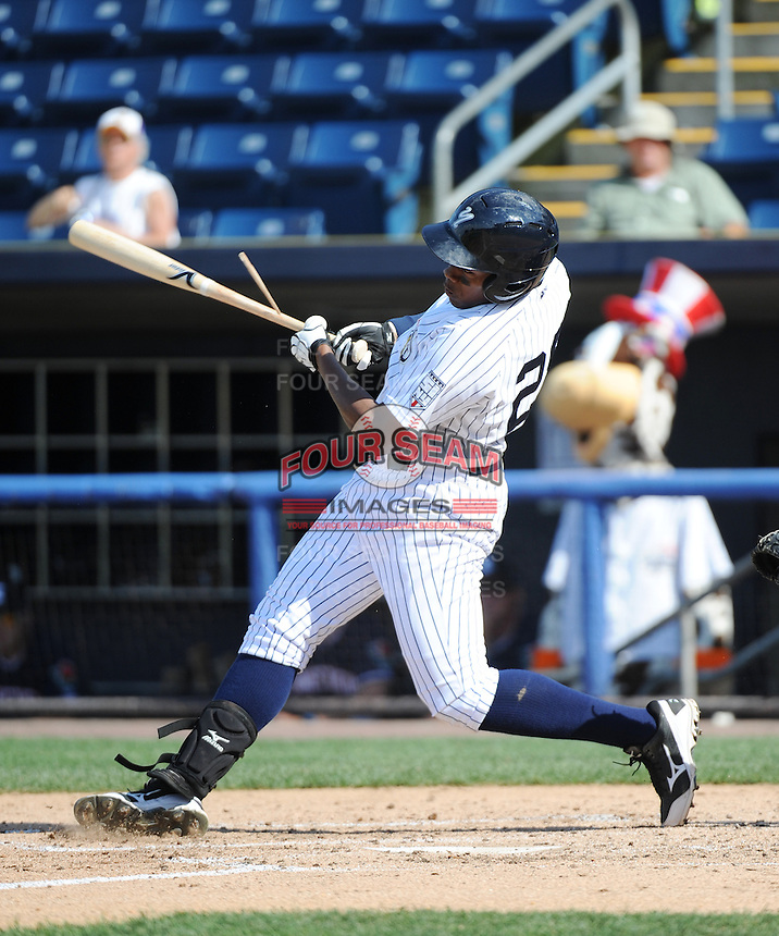 Staten Island Yankees outfielder Yeicok Calderon (28) during game against the Connecticut Tigers at Richmond County Bank Ballpark at St.George on July 7, 2013 in Staten Island, NY.  Staten Island defeated Connecticut 6-2.  (Tomasso DeRosa/Four Seam Images)