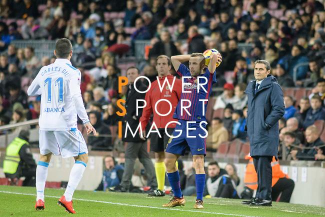 Jordi Alba of FC Barcelona (R) serves during the La Liga 2017-18 match between FC Barcelona and Deportivo La Coruna at Camp Nou Stadium on 17 December 2017 in Barcelona, Spain. Photo by Vicens Gimenez / Power Sport Images