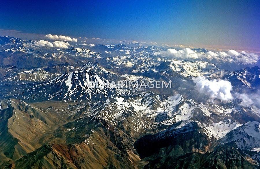 Vista aérea da Cordilheira dos Andes no Chile. 1999. Foto de Rogério Reis.